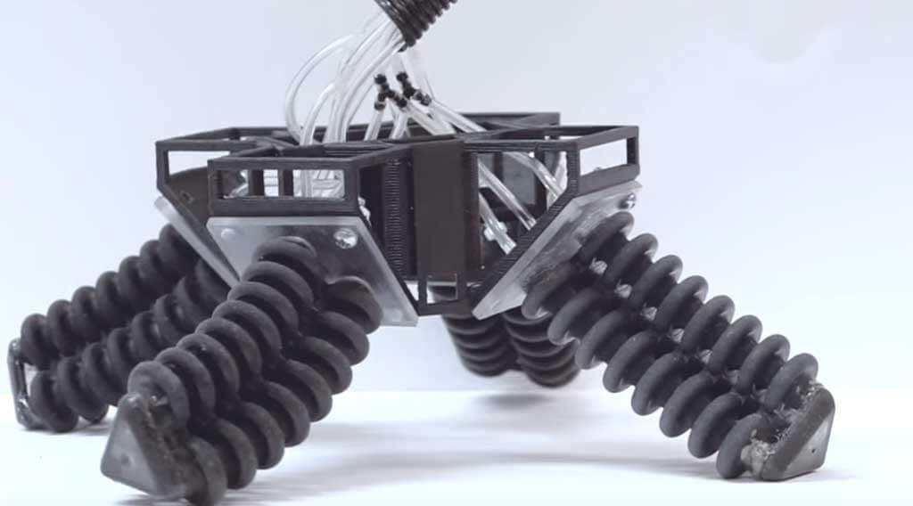 Her yüzeyde yürüyebilen robot